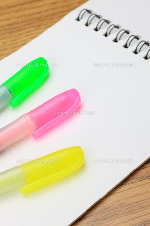ペンとノートの写真素材 [FYI00070840]