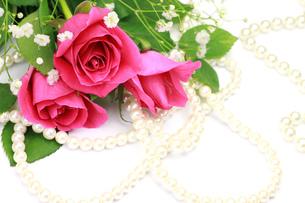 薔薇とパールの写真素材 [FYI00072133]