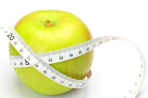 リンゴとメジャーの写真素材 [FYI00072467]