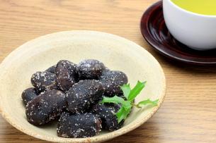 お多福豆と緑茶の写真素材 [FYI00072879]