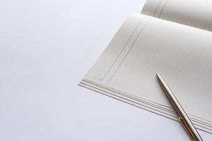ノートとペンの写真素材 [FYI00073209]