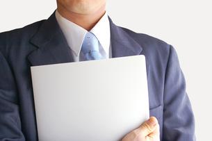 ファイルを持つビジネスマンの素材 [FYI00073238]