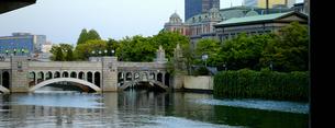 水晶橋と中央公会堂の写真素材 [FYI00073306]