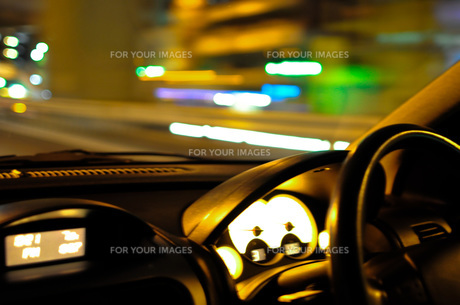 夜のドライブの写真素材 [FYI00073356]