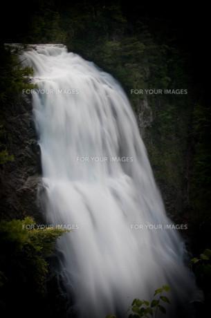三条の滝の素材 [FYI00073379]