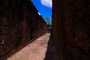 バンテアイ・サムレ寺院の回廊の素材 [FYI00073408]