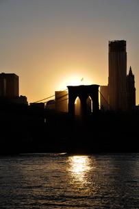 マンハッタンに沈む夕日の素材 [FYI00073426]