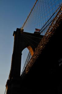 ブルックリンブリッジと星条旗の素材 [FYI00073435]