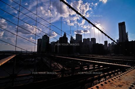 ブルックリンブリッジからマンハッタンを望むの素材 [FYI00073437]