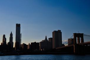 ブルックリンブリッジとマンハッタンの素材 [FYI00073442]