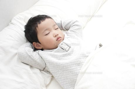 眠る赤ちゃんの写真素材 [FYI00074261]