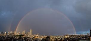 都心の虹の写真素材 [FYI00075302]
