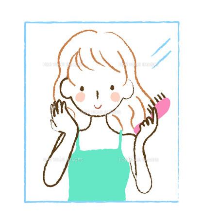 髪をとかす女性の写真素材 [FYI00075863]