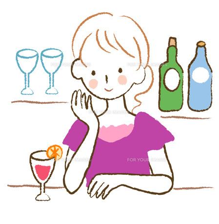 カクテルを飲む女性の素材 [FYI00075887]
