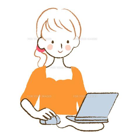 PCを操作する女性の素材 [FYI00075914]