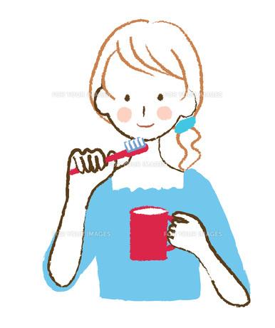歯磨きする女性の写真素材 [FYI00076395]