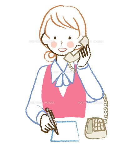 電話を受ける女性社員の素材 [FYI00076413]