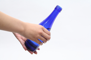 青いビンの写真素材 [FYI00076472]