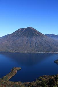 中禅寺湖と男体山の写真素材 [FYI00076474]