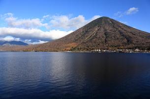 男体山と中禅寺湖の写真素材 [FYI00076492]