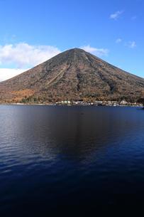男体山と中禅寺湖の写真素材 [FYI00076499]