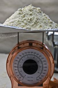 小麦の計量の写真素材 [FYI00076653]