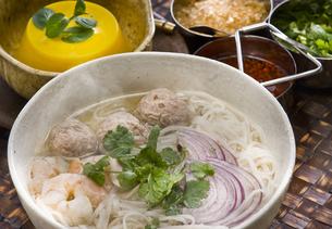 タイ風肉団子そばの写真素材 [FYI00076671]