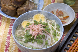 沖縄そばとソーキの写真素材 [FYI00076683]