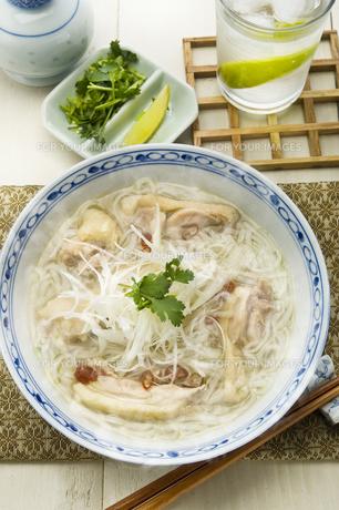 鶏肉のフォー ヴェトナム料理の写真素材 [FYI00076868]