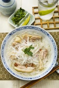 ベトナム風鶏スープ麺の写真素材 [FYI00077164]