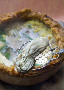 カキの土手鍋の写真素材 [FYI00077454]