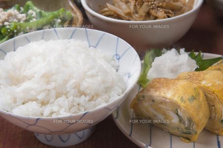 卵焼きとご飯の写真素材 [FYI00077507]