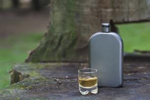 ウイスキーとウイスキーケトルの写真素材 [FYI00077526]