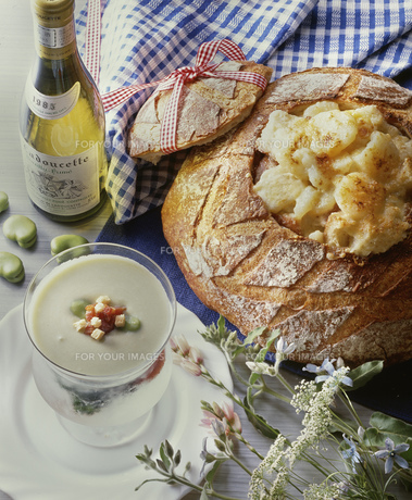 初夏のパン料理の写真素材 [FYI00077563]