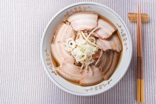 叉焼麺の写真素材 [FYI00077613]