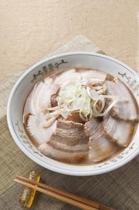 叉焼麺の写真素材 [FYI00077801]