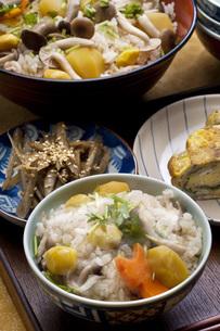 秋の炊き込みご飯の写真素材 [FYI00077841]
