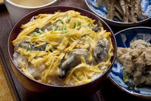 カキご飯と和のおかずの写真素材 [FYI00077843]