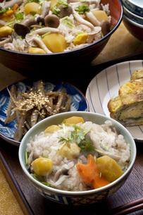 秋の炊き込みご飯の写真素材 [FYI00077858]