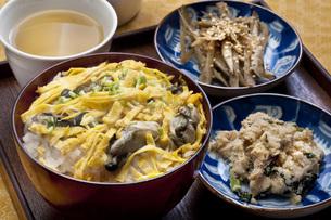 カキご飯と和のおかずの写真素材 [FYI00077860]