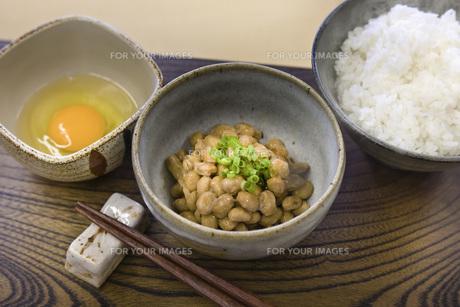 納豆とご飯の写真素材 [FYI00077939]