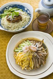 冷やし中華と冷やし担々麺の写真素材 [FYI00077958]