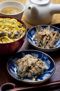 カキご飯とおからの写真素材 [FYI00078193]