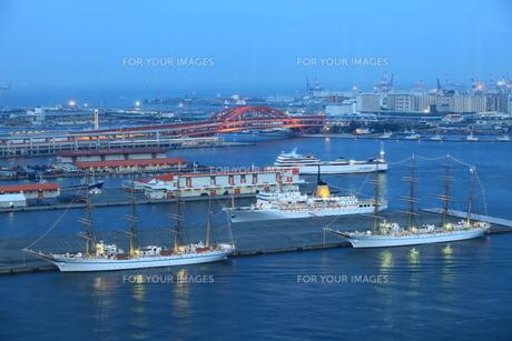 帆船 夕景の写真素材 [FYI00079540]