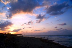 海辺の夕景の写真素材 [FYI00080044]