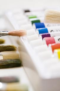 水彩絵具と筆の写真素材 [FYI00080131]