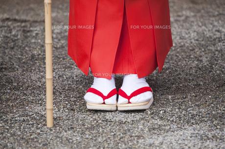 白拍子衣装の足元の写真素材 [FYI00080174]