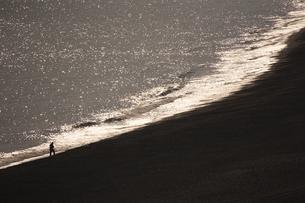 安芸の砂浜とシルエットの写真素材 [FYI00080213]