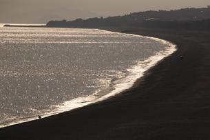 光る安芸の海岸の写真素材 [FYI00080216]