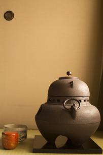 襖と風炉釜の写真素材 [FYI00080240]